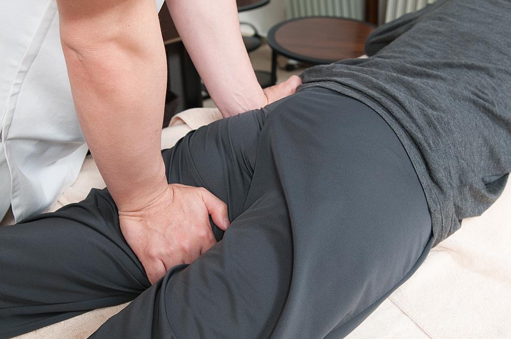 半蔵門の整体院「ほぐすん」がおこなう坐骨神経痛改善の施術