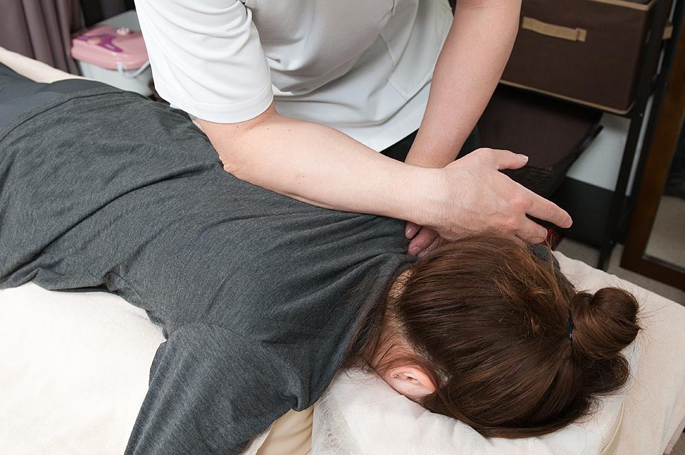 半蔵門の整体院「ほぐすん」がおこなう頭痛改善の施術