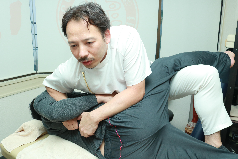 半蔵門の整体院「ほぐすん」がおこなう肘・手首痛改善の施術