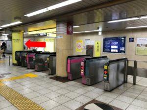 最寄り駅の半蔵門駅を降りたら、「出口1・2・6」方面の改札に上がってください。