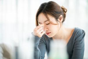 生理痛に悩む女性